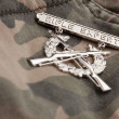 Rifle Expert War Medal on Camouflage — Foto Stock #2360795