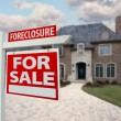 Foreclosure Home For Sale Sign and House — ストック写真