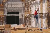 Carpenter Climbing Down Scaffolding — Stock Photo