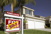 Red Foreclosure Real Estate Sign — Stock Photo