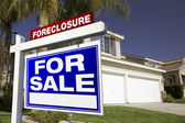 Foreclosure For Sale Real Estate Sign — Stock Photo