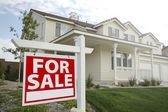 Per casa e segno di vendita immobiliare — Foto Stock