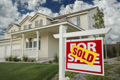 Sold Real Estate Sign in Front of House — Stock Photo