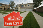 Welcome, Please Come In Sign and House — Stock Photo