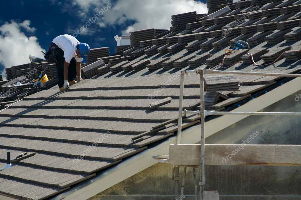 Roofer Laying Tile Shingles on a New Home — Stock Photo #2360553