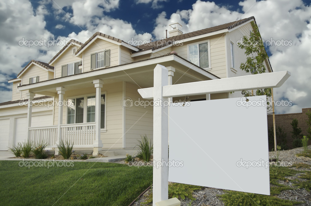 Blank Real Estate Sign Ready for Your Own Message and New Home — Stock Photo #2368201