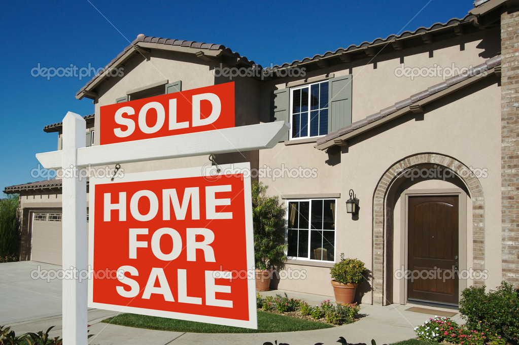 Sold Home For Sale Sign in front of Beautiful New Home.  Foto Stock #2368330