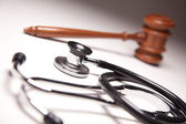 Gavel and Stethoscope on Gradation — Foto Stock