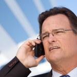 empresario sonriente, hablando por teléfono — Foto de Stock