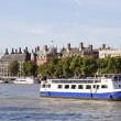 The Big Ben , houses and a boat in the river Tha — Stock Photo #2338489