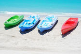 Group of kayaks in a beach — Stock Photo