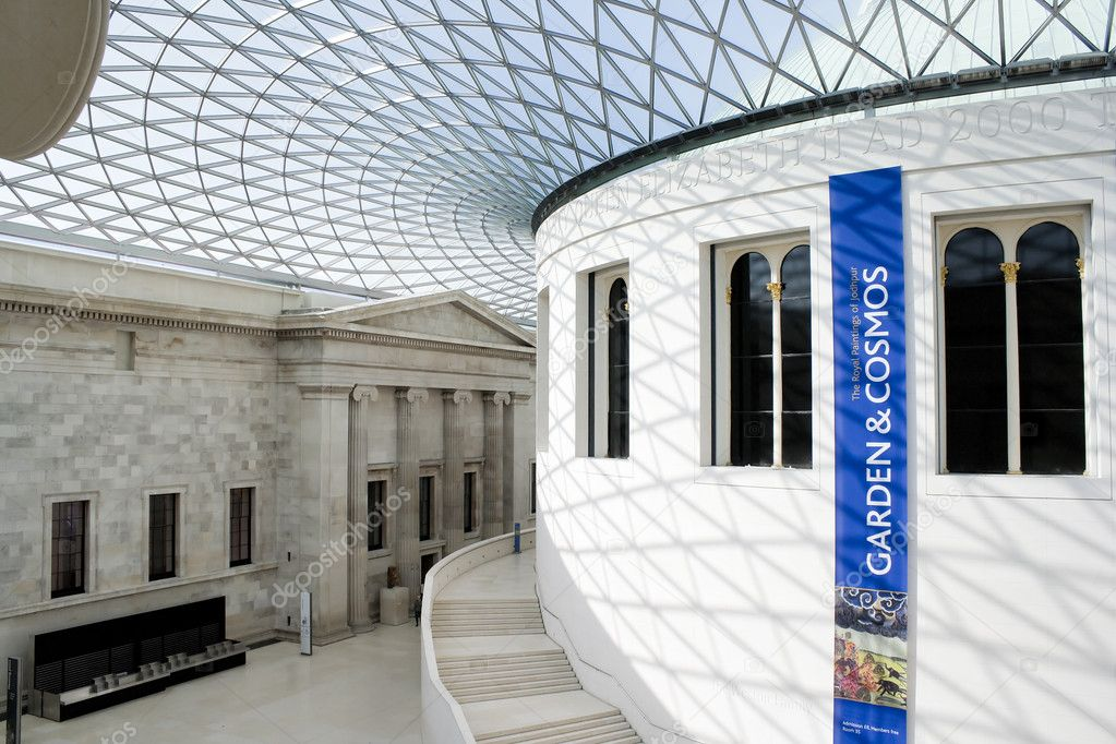 View of the Great Courtand its glass ceiling in the British Museum in London — Stock Photo #2339925