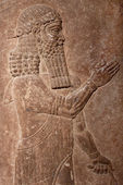 Ancient clay relief of an assyrian king — Stock Photo