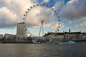 The London Eye on a cloudy day — Stock Photo