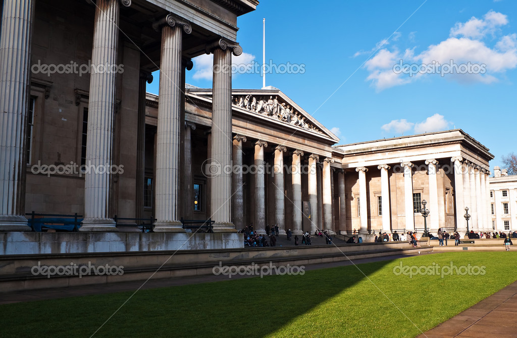 The British Museum with a beautiful blue sky — Stock Photo #2367923