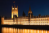 The Houses of Parliament at night — Стоковое фото
