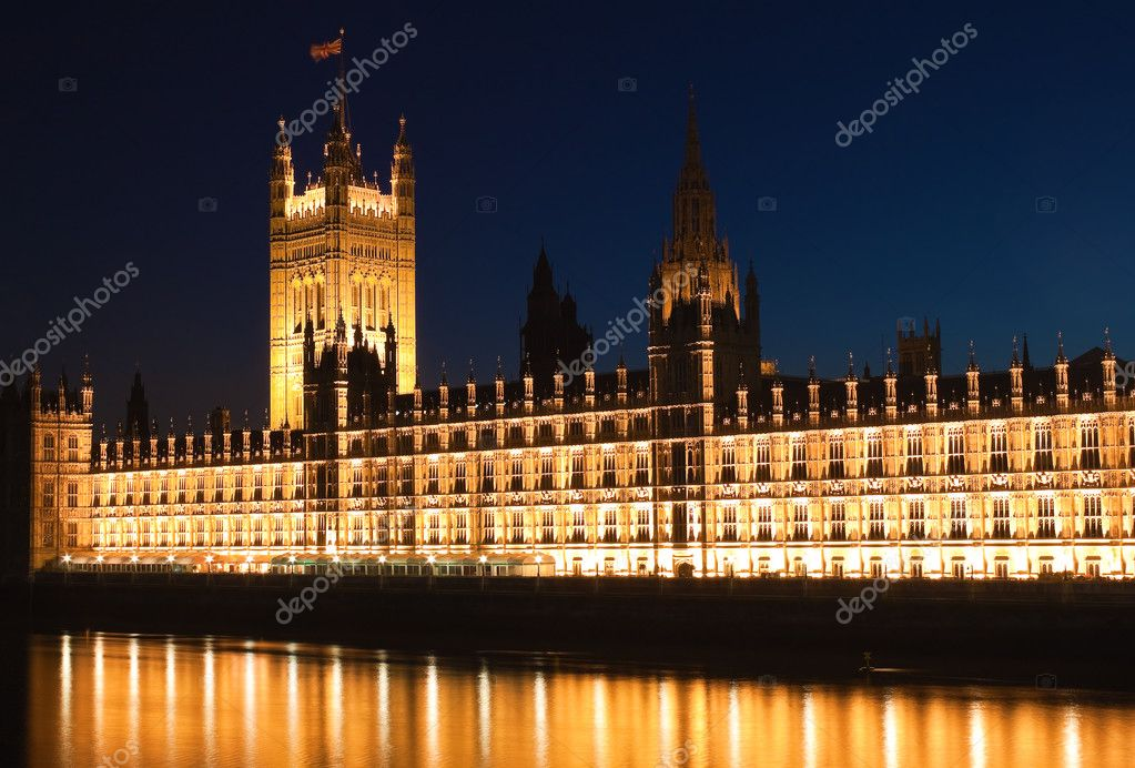 The Houses of Parliament iluminated at night with reflections on the river Thames — Stock Photo #2574261