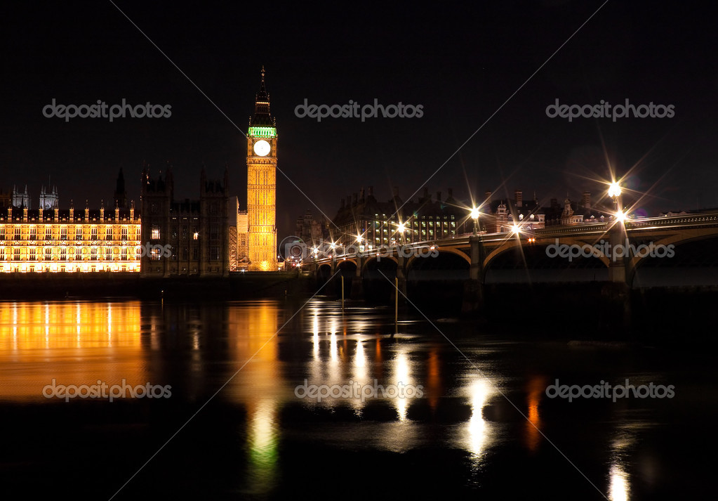 The Big Ben and Westminster Bridge at night with reflections on the river Thames — Stock Photo #2574268