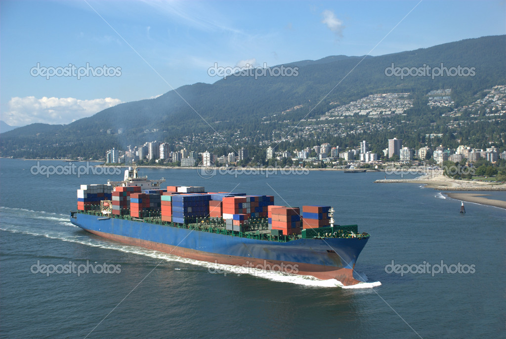 Container ship approaching the port of Vancouver — Stock Photo #2285474