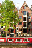 Amsterdam, Canal and houseboat — Foto Stock