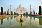 Taj Mahal at sunrise, Agra, Uttar Pradesh, India — Stock Photo