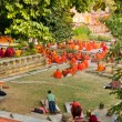 Monks praying under the bodhy-tree, Bodhgaya, In — Stock Photo