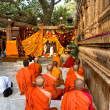 Monks praying under the bodhy-tree, Bodhgaya, In - Zdjcie stockowe