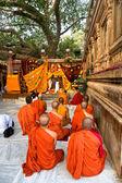 Monks praying under the bodhy-tree, Bodhgaya, In — Stock Photo