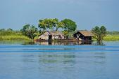 Tipical House boat, Cambodia. — Stock Photo
