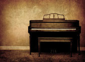 Piano antiguo — Foto de Stock