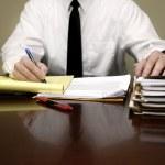 hombre de negocios en el escritorio — Foto de Stock