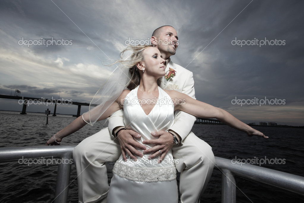 Attractive young newlywed couple posing by the bay water — Stock Photo #2288929