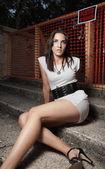Mujer sentada sobre pasos — Foto de Stock