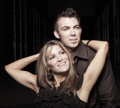 Aantrekkelijke jonge paar — Stockfoto