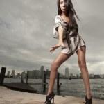 sexig kvinna att nå för kameran — Stockfoto