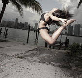 Woman performing an acrobatic jump — Stock Photo