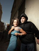 Woman elbowing the thug — Stockfoto