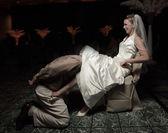 Marido removendo a ordem da jarreteira — Foto Stock