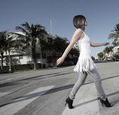 Woman crossing the street — Stock Photo
