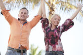 Couple with arms outstretched — Stockfoto