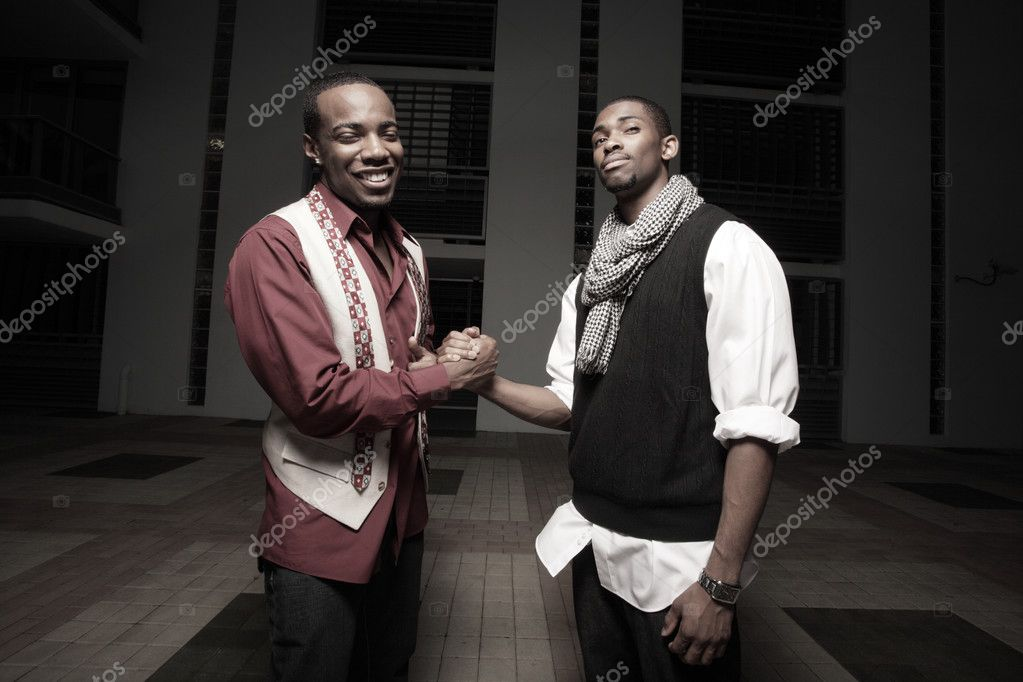 Two friends shaking hands and smiling — Stock Photo #2591685