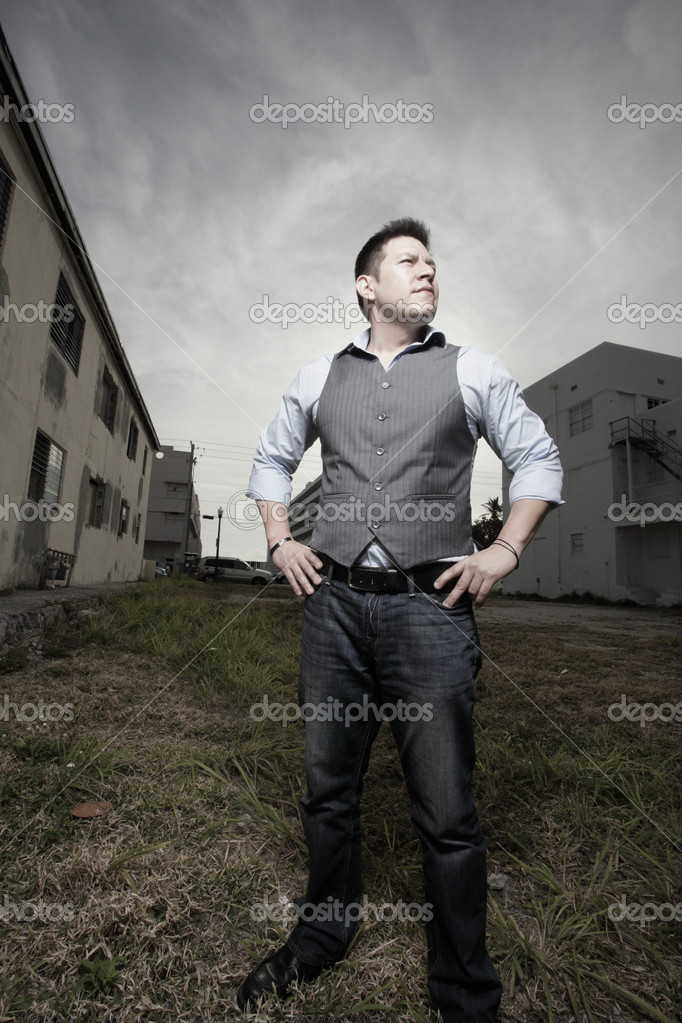 Stylish man in an urban setting — Stock Photo #2595287