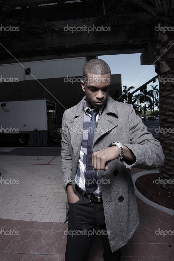 Young black man checking the time on his watch — Stockfoto #2597057