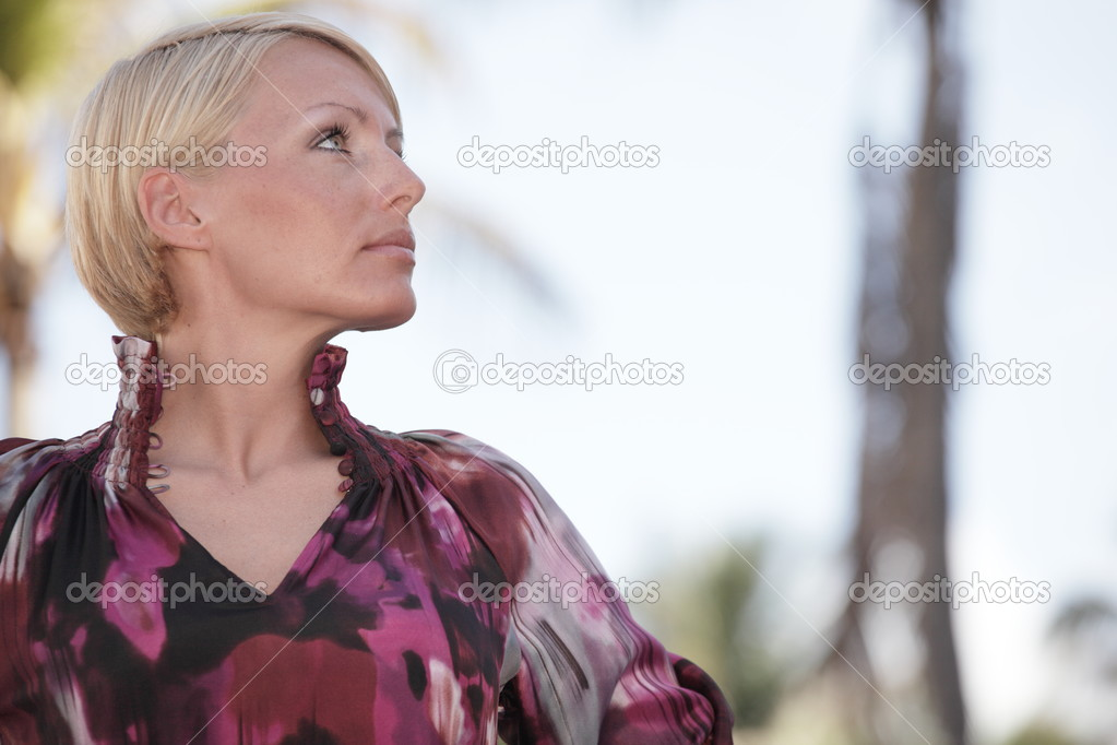 Young woman glancing sideways — Stock Photo #2597620