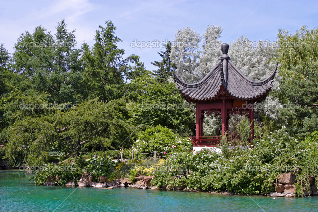An Asian themed garden and pond on a hot summer's day. — Stock Photo #2342080