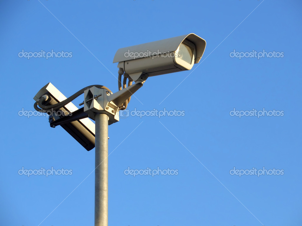 Two surveillance cams on top of a pole, seen from below against a blue sky — Stock Photo #2353589
