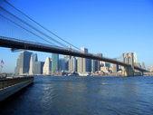 Brooklyn bridge and lower Manhattan — Stock Photo