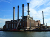 Con Edison plant smokestacks — Stock Photo
