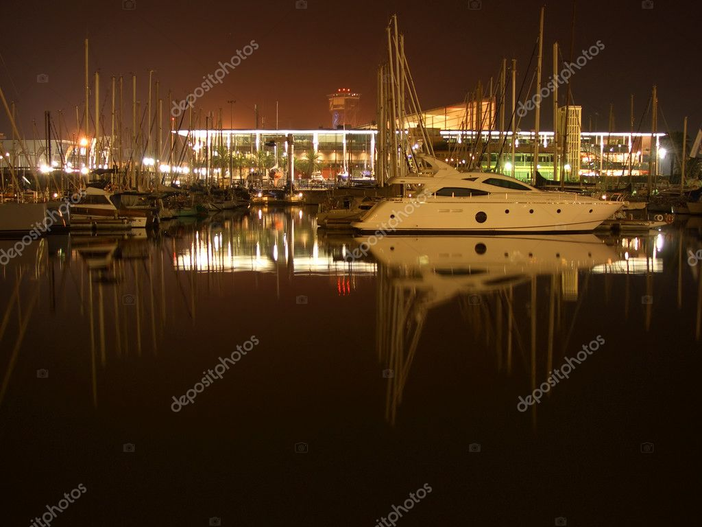 Docked yachtes in Barcelona harbour, night view — Stock Photo #2415581