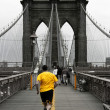 Yellow on Brooklyn bridge — Stock Photo